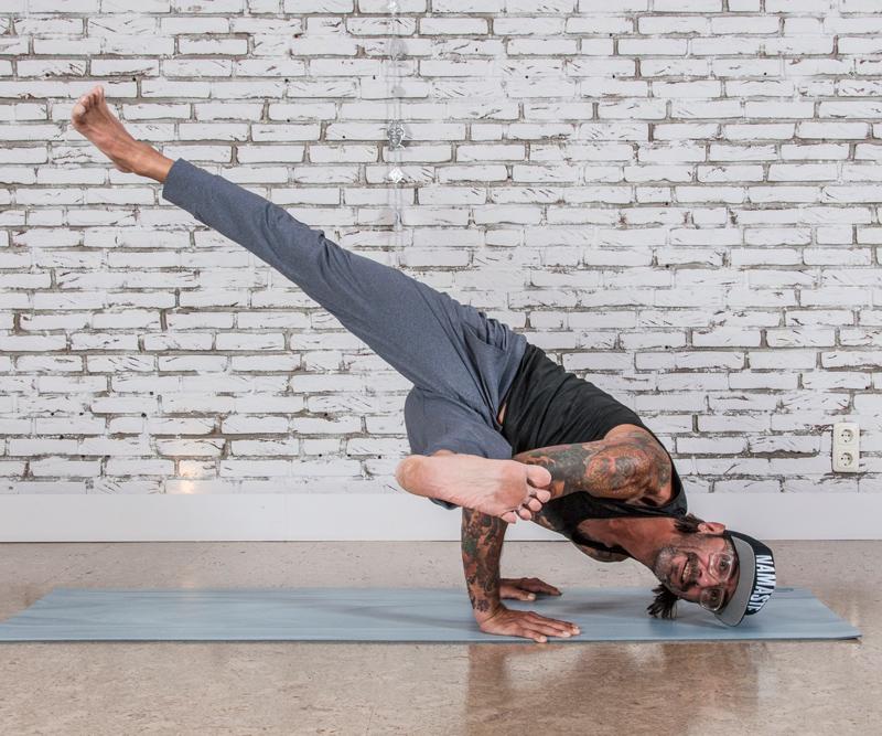 Yoga Pur wilde Kerle - hero image