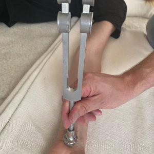 Phonophorese - Yoga - Yogatherapie mit Stimmgabeln by René Hug